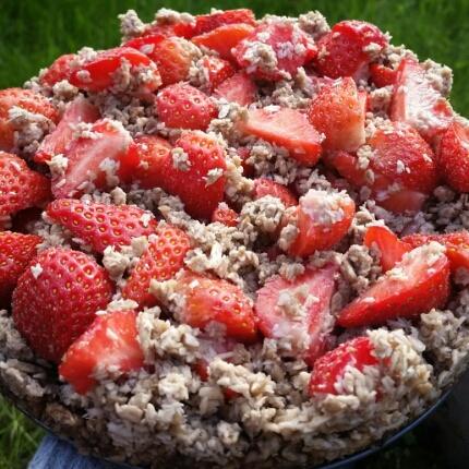 Raw smulpaj med jordgubbar